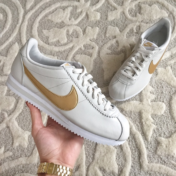 52cd07a77 NWT Nike Classic CORTEZ Light Bone   Gold Leather